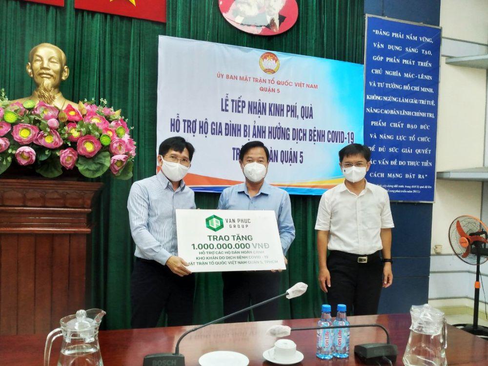 Van Phuc Group ủng hộ 2,2 tỷ đồng hỗ trợ các hoàn cảnh khó khăn do dịch bệnh Covid -19