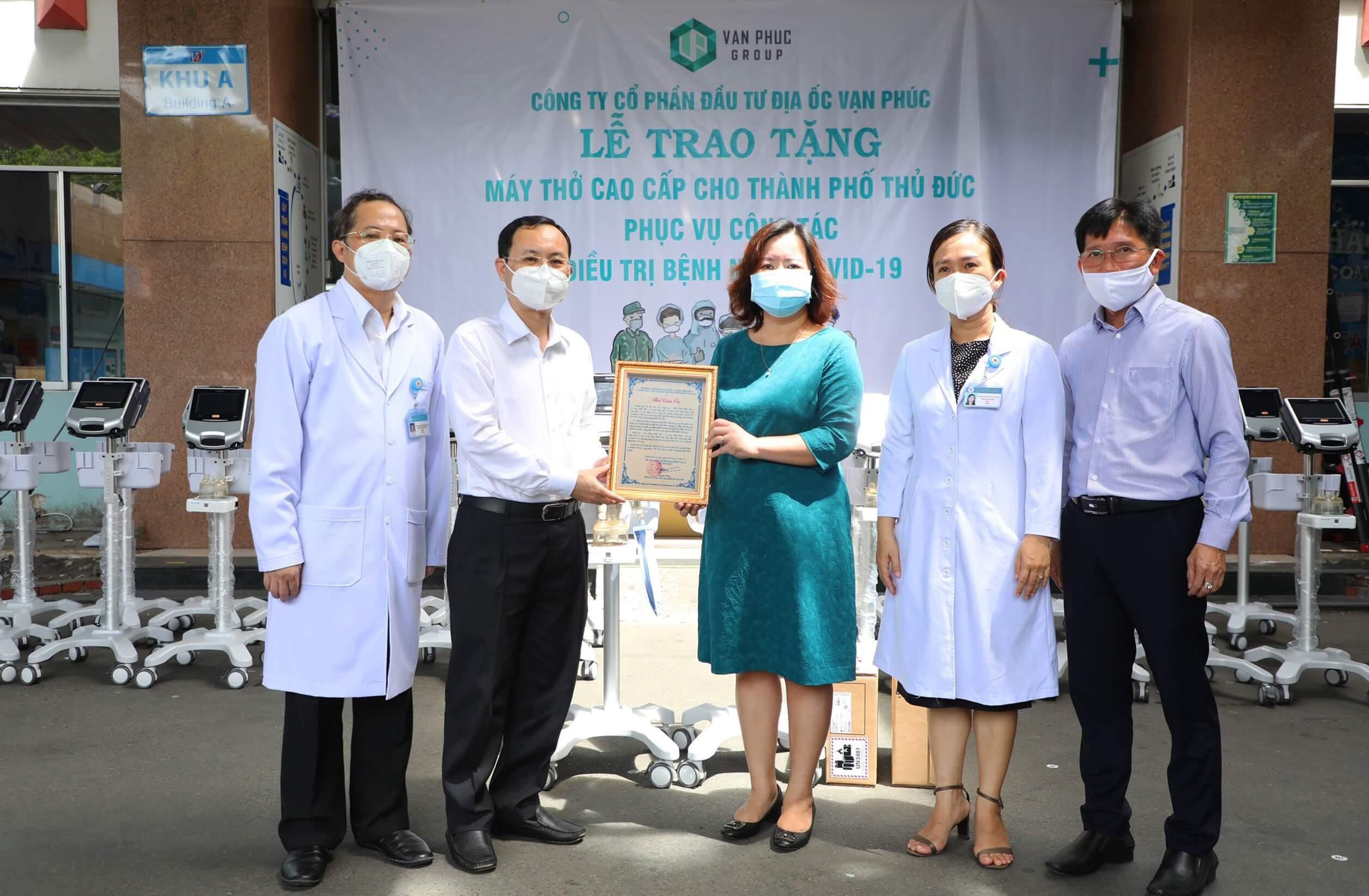 Van Phuc Group tặng 26 máy thở cho các bệnh viện tại TP.Thủ Đức